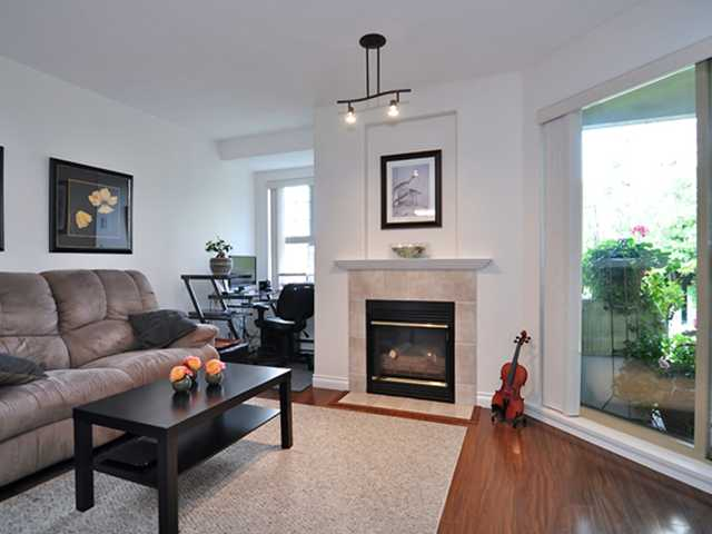 "Main Photo: 407 215 12TH Street in New Westminster: Uptown NW Condo for sale in ""DISCOVERY REACH"" : MLS(r) # V852718"