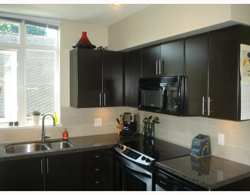 Photo 3: 301 2520 MANITOBA Street in Vancouver: Mount Pleasant VW Condo for sale (Vancouver West)  : MLS(r) # V777212