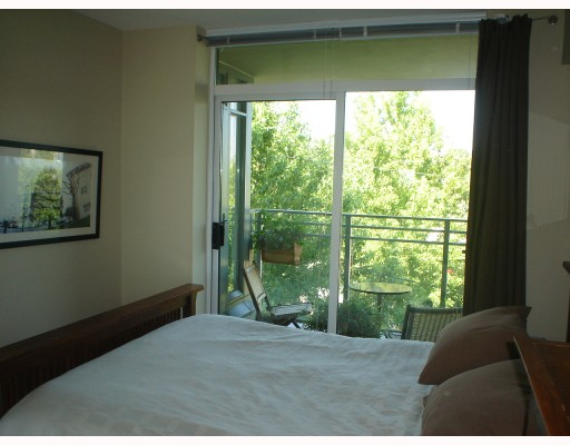 Photo 4: 301 2520 MANITOBA Street in Vancouver: Mount Pleasant VW Condo for sale (Vancouver West)  : MLS(r) # V777212