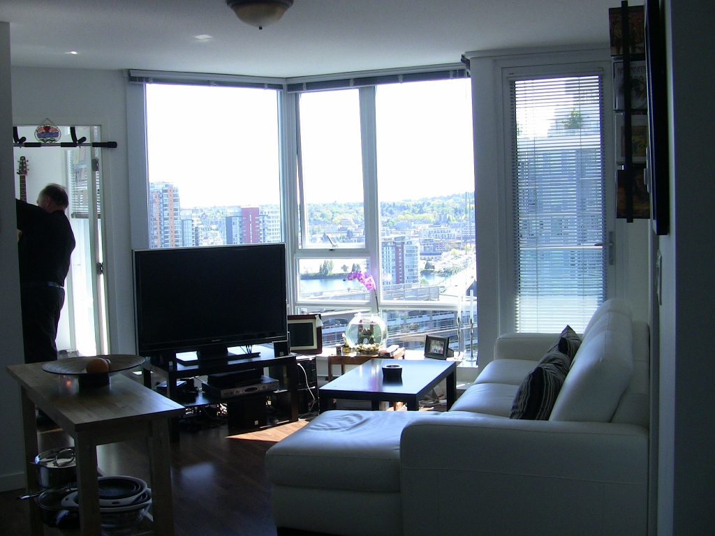 "Photo 2: 2202 788 HAMILTON Street in Vancouver: Downtown VW Condo for sale in ""TV TOWER I"" (Vancouver West)  : MLS(r) # V825585"