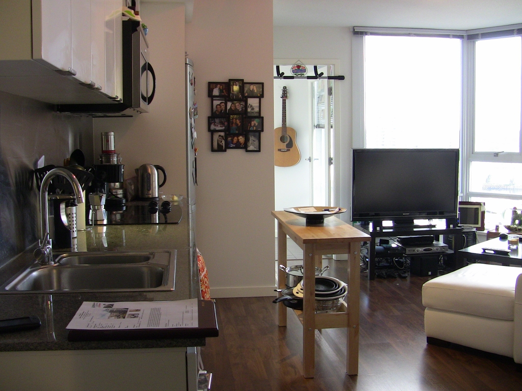 "Main Photo: 2202 788 HAMILTON Street in Vancouver: Downtown VW Condo for sale in ""TV TOWER I"" (Vancouver West)  : MLS®# V825585"