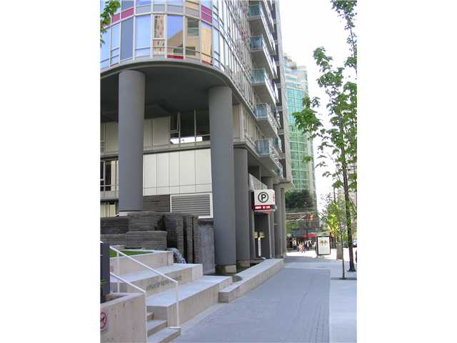 "Photo 3: 2202 788 HAMILTON Street in Vancouver: Downtown VW Condo for sale in ""TV TOWER I"" (Vancouver West)  : MLS(r) # V825585"