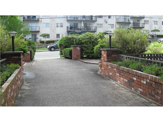 "Photo 2: 209 910 5TH Avenue in New Westminster: Uptown NW Condo for sale in ""ALDERCREST"" : MLS(r) # V837816"