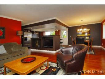 Main Photo: 4042 Hessington Place in VICTORIA: SE Arbutus Single Family Detached for sale (Saanich East)  : MLS(r) # 275480
