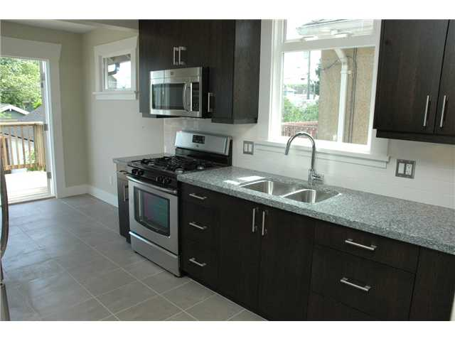 Photo 3: 5138 CHESTER Street in Vancouver: Fraser VE House for sale (Vancouver East)  : MLS(r) # V838434