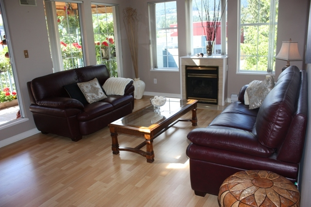"Photo 4: 411 1199 WESTWOOD Street in Coquitlam: North Coquitlam Condo for sale in ""LAKESIDE TERRACE"" : MLS(r) # V842166"