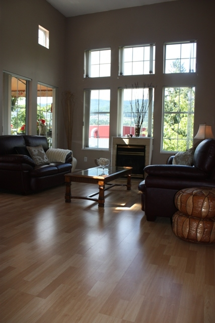 "Photo 3: 411 1199 WESTWOOD Street in Coquitlam: North Coquitlam Condo for sale in ""LAKESIDE TERRACE"" : MLS(r) # V842166"