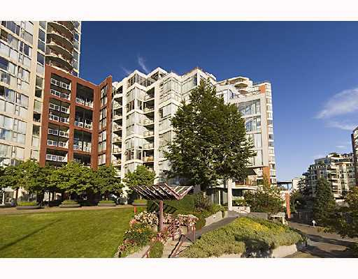 "Main Photo: 306 990 BEACH Avenue in Vancouver: False Creek North Condo for sale in ""1000 BEACH"" (Vancouver West)  : MLS®# V746759"