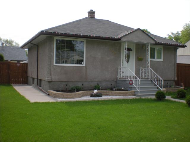 Main Photo: 499 Airlies Street in WINNIPEG: North End Residential for sale (North West Winnipeg)  : MLS(r) # 1009977