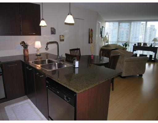 "Photo 2: 1907 1199 SEYMOUR Street in Vancouver: Downtown VW Condo for sale in ""BRAVA"" (Vancouver West)  : MLS® # V742072"