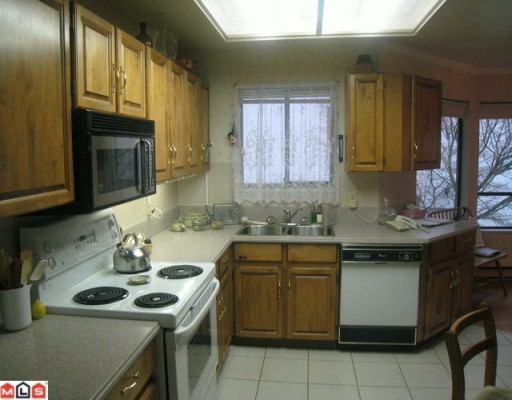"Photo 3: 305 1351 VIDAL Street: White Rock Condo for sale in ""SEA PARK MANOR"" (South Surrey White Rock)  : MLS(r) # F1000839"