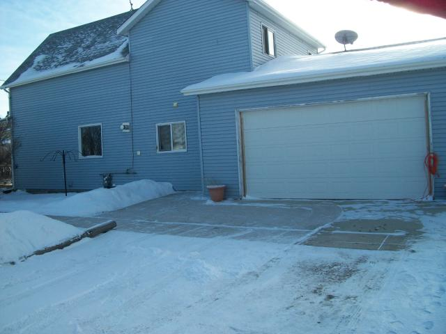 Main Photo: 43 Maple Street in ELMCREEK: Manitoba Other Residential for sale : MLS® # 1100345