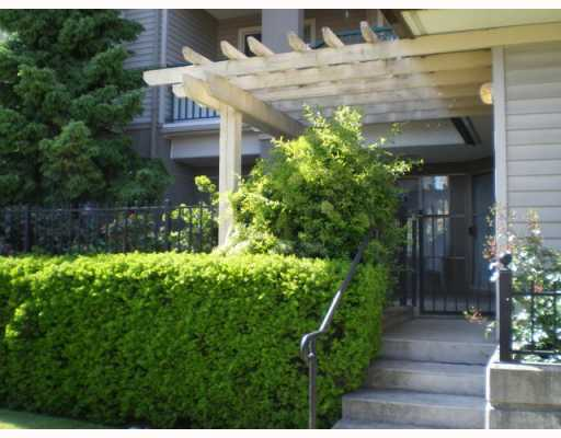 Main Photo: 104 211 12TH Street in New_Westminster: Uptown NW Condo for sale (New Westminster)  : MLS® # V768989