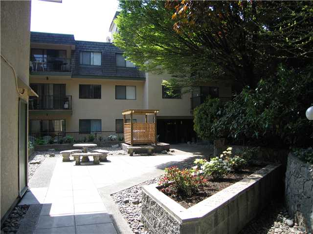 "Main Photo: 106 466 E 8TH Avenue in New Westminster: Sapperton Condo for sale in ""PARK VILLA"" : MLS(r) # V829542"