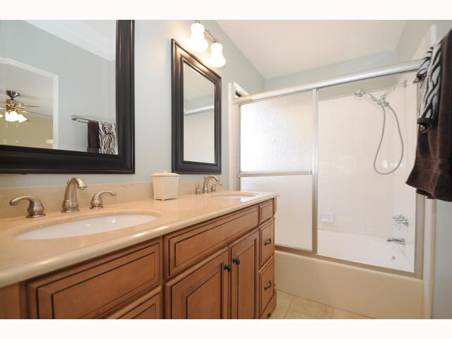 Photo 10: CARMEL VALLEY Townhome for sale : 2 bedrooms : 12561 Caminito Mira Del Mar in San Diego