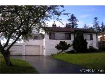 Main Photo: 549 Broadway Street in VICTORIA: SW Glanford Single Family Detached for sale (Saanich West)  : MLS® # 215169