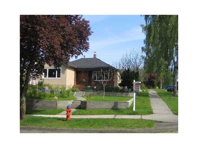 Main Photo: 2403 W 19TH Avenue in Vancouver: Arbutus House for sale (Vancouver West)  : MLS® # V819324