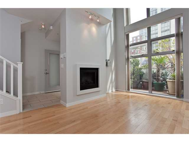 "Main Photo: 1231 RICHARDS Street in Vancouver: Downtown VW Townhouse for sale in ""EDEN"" (Vancouver West)  : MLS(r) # V820586"