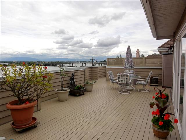 "Main Photo: 338 5880 DOVER Crescent in Richmond: Riverdale RI Condo for sale in ""WATERSIDE"" : MLS® # V835992"