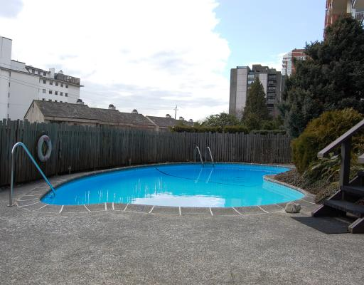 "Photo 5: Photos: 304 1845 BELLEVUE Avenue in West_Vancouver: Ambleside Condo for sale in ""MAUNA LOA"" (West Vancouver)  : MLS® # V755035"