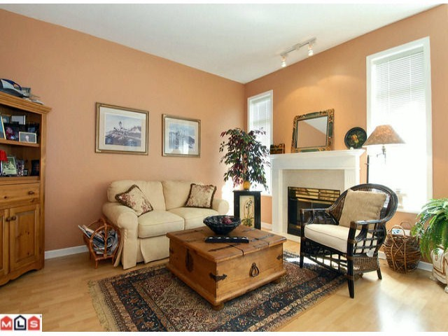 "Photo 6: 3 14909 32ND Avenue in Surrey: King George Corridor Townhouse for sale in ""Ponderosa Station"" (South Surrey White Rock)  : MLS(r) # F1101085"