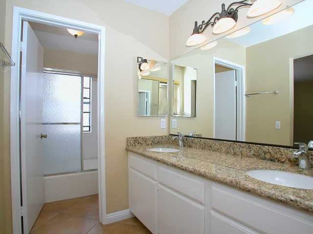 Photo 7: CARMEL VALLEY Townhome for sale : 2 bedrooms : 3663 Caminito Cielo Del Mar in San Diego