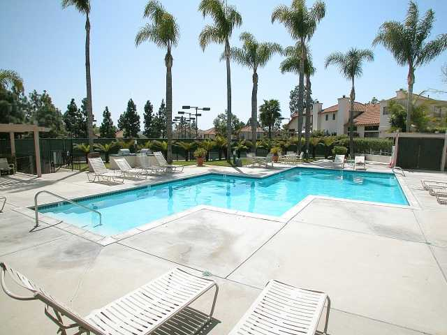 Photo 9: CARMEL VALLEY Townhome for sale : 2 bedrooms : 3663 Caminito Cielo Del Mar in San Diego