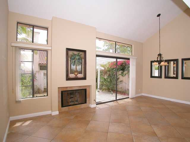 Main Photo: CARMEL VALLEY Townhome for sale : 2 bedrooms : 3663 Caminito Cielo Del Mar in San Diego