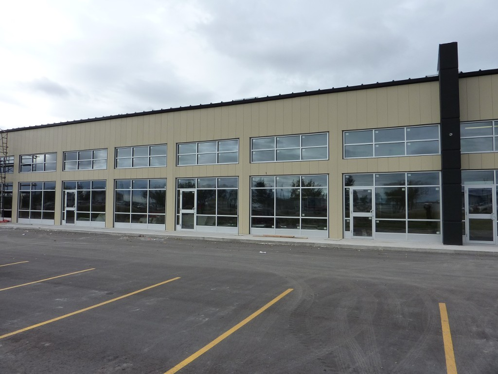 Main Photo: 200 400 Fort Whyte Way in Winnipeg: Industrial / Commercial / Investment for lease (South West Winnipeg)