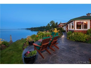 Main Photo: 9145 Lochside Drive in NORTH SAANICH: NS Bazan Bay Single Family Detached for sale (North Saanich)  : MLS(r) # 348481