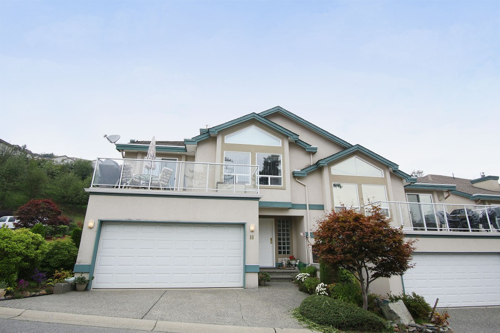 "Main Photo: 16 8590 SUNRISE Drive in Chilliwack: Chilliwack Mountain Townhouse for sale in ""MAPLE HILLS"" : MLS® # H2151687"