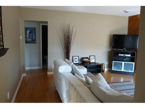 Photo 4: 4715 ALBERT Street in Burnaby North: Capitol Hill BN Home for sale ()  : MLS(r) # V853398