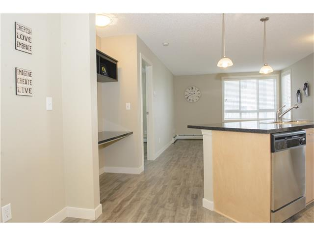 Photo 5: 206 120 COUNTRY VILLAGE Circle NE in Calgary: Country Hills Village Condo for sale : MLS(r) # C4028039