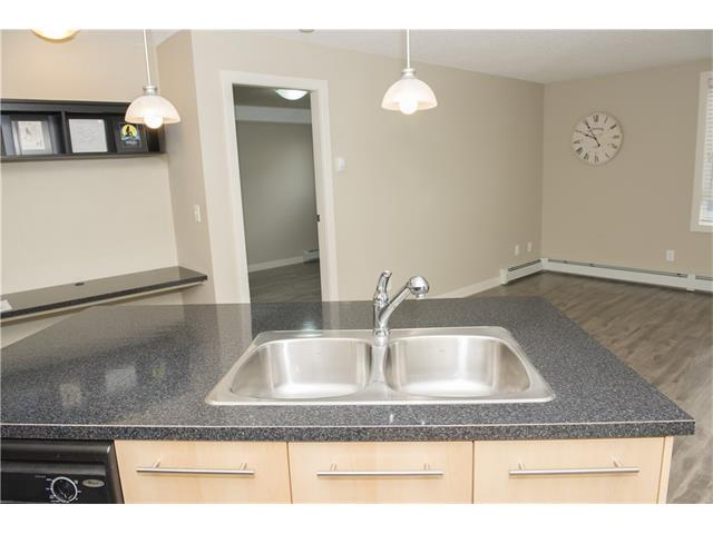 Photo 7: 206 120 COUNTRY VILLAGE Circle NE in Calgary: Country Hills Village Condo for sale : MLS(r) # C4028039
