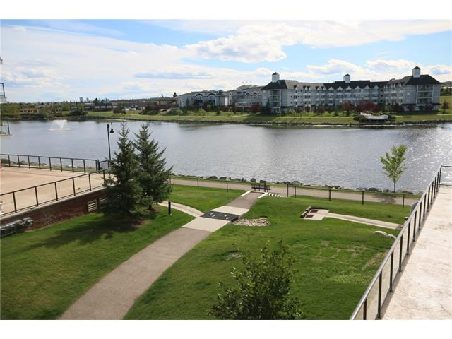 Main Photo: 206 120 COUNTRY VILLAGE Circle NE in Calgary: Country Hills Village Condo for sale : MLS(r) # C4028039