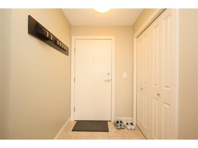 Photo 3: 206 120 COUNTRY VILLAGE Circle NE in Calgary: Country Hills Village Condo for sale : MLS(r) # C4028039