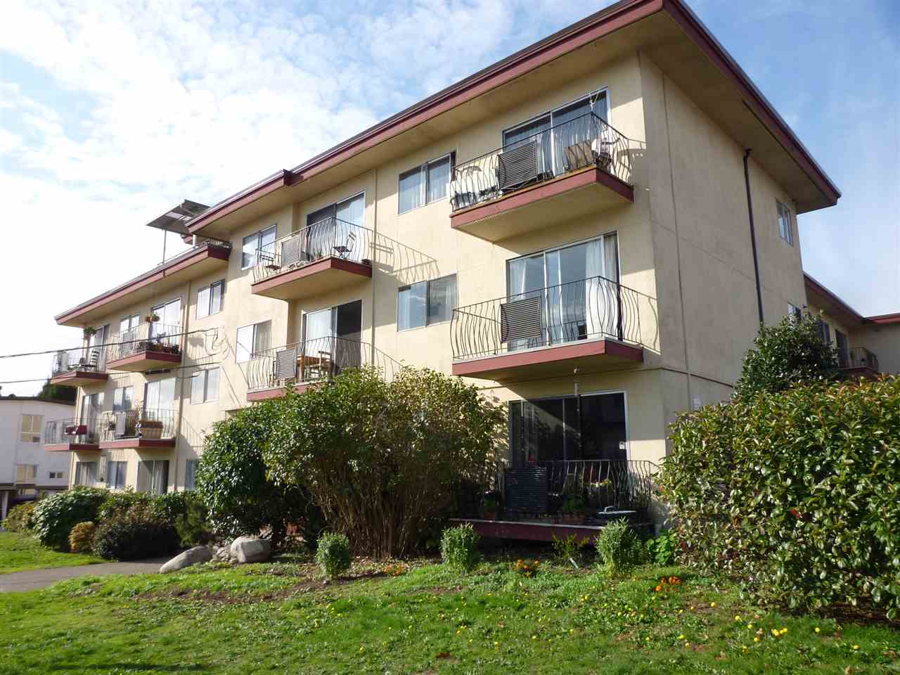Main Photo: 209 611 BLACKFORD Street in New Westminster: Uptown NW Condo for sale : MLS® # R2011184