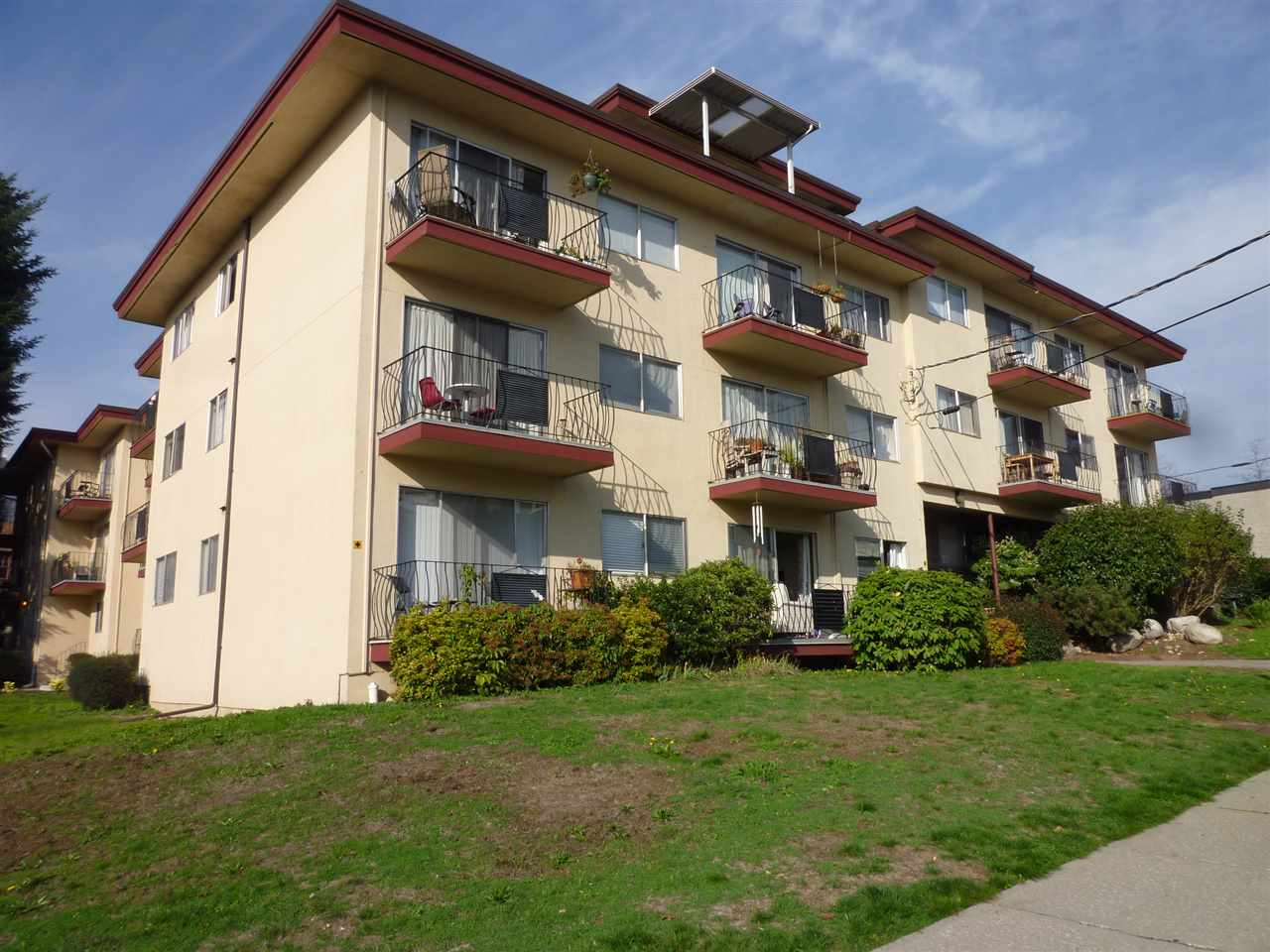 Photo 2: 209 611 BLACKFORD Street in New Westminster: Uptown NW Condo for sale : MLS® # R2011184