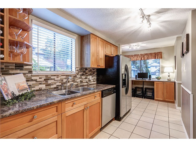 Photo 2: 13 20653 THORNE Avenue in Maple Ridge: Southwest Maple Ridge Townhouse for sale : MLS® # R2019455
