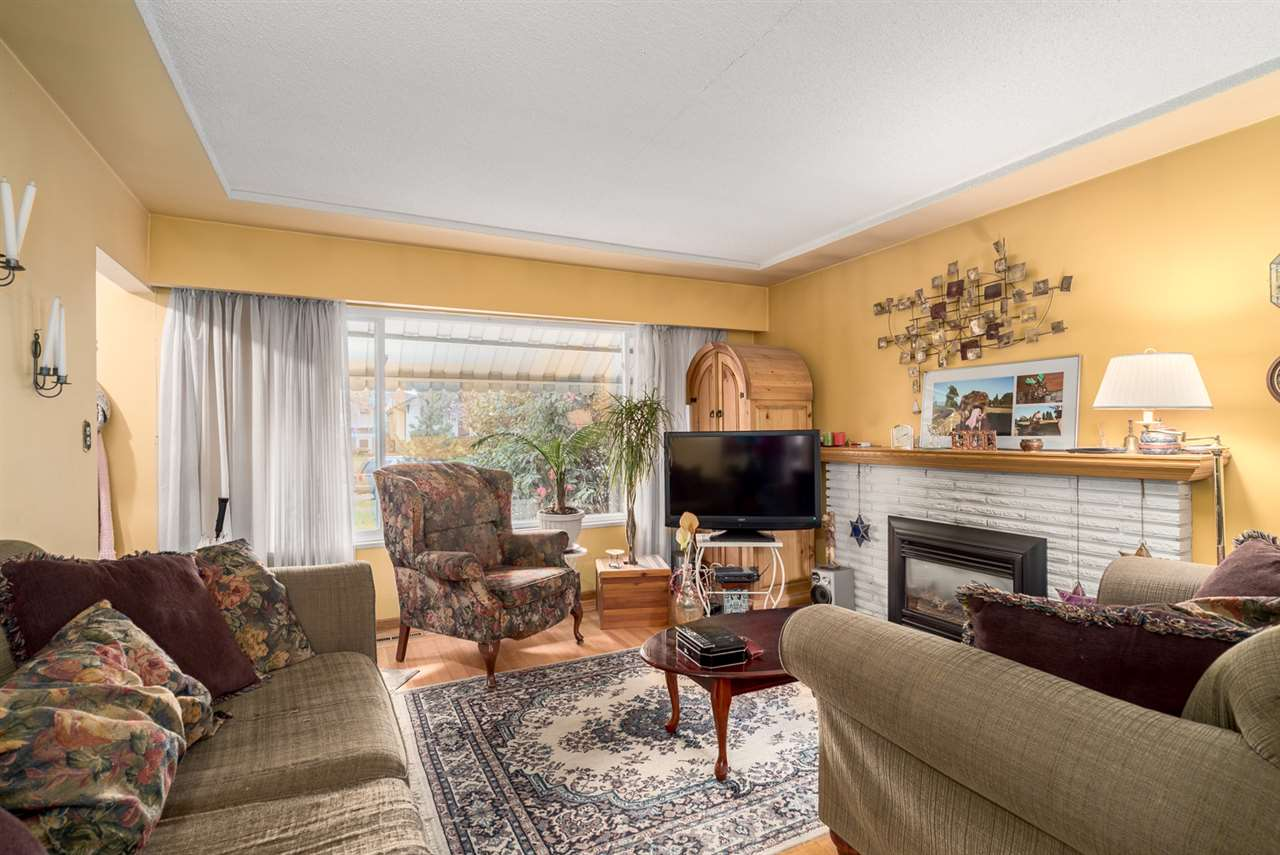 Photo 4: 2653 TRINITY Street in Vancouver: Hastings East House for sale (Vancouver East)  : MLS(r) # R2044398