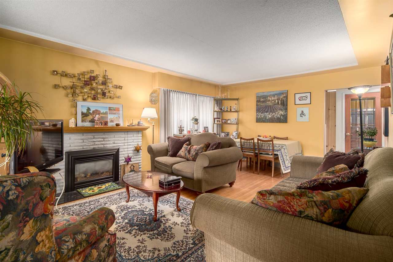 Photo 3: 2653 TRINITY Street in Vancouver: Hastings East House for sale (Vancouver East)  : MLS(r) # R2044398