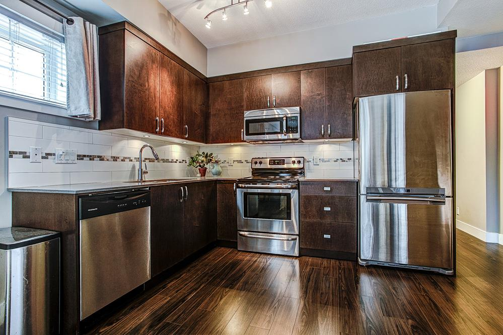 "Photo 4: 9 838 ROYAL Avenue in New Westminster: Downtown NW Townhouse for sale in ""Brickstone Walk"" : MLS(r) # R2044563"