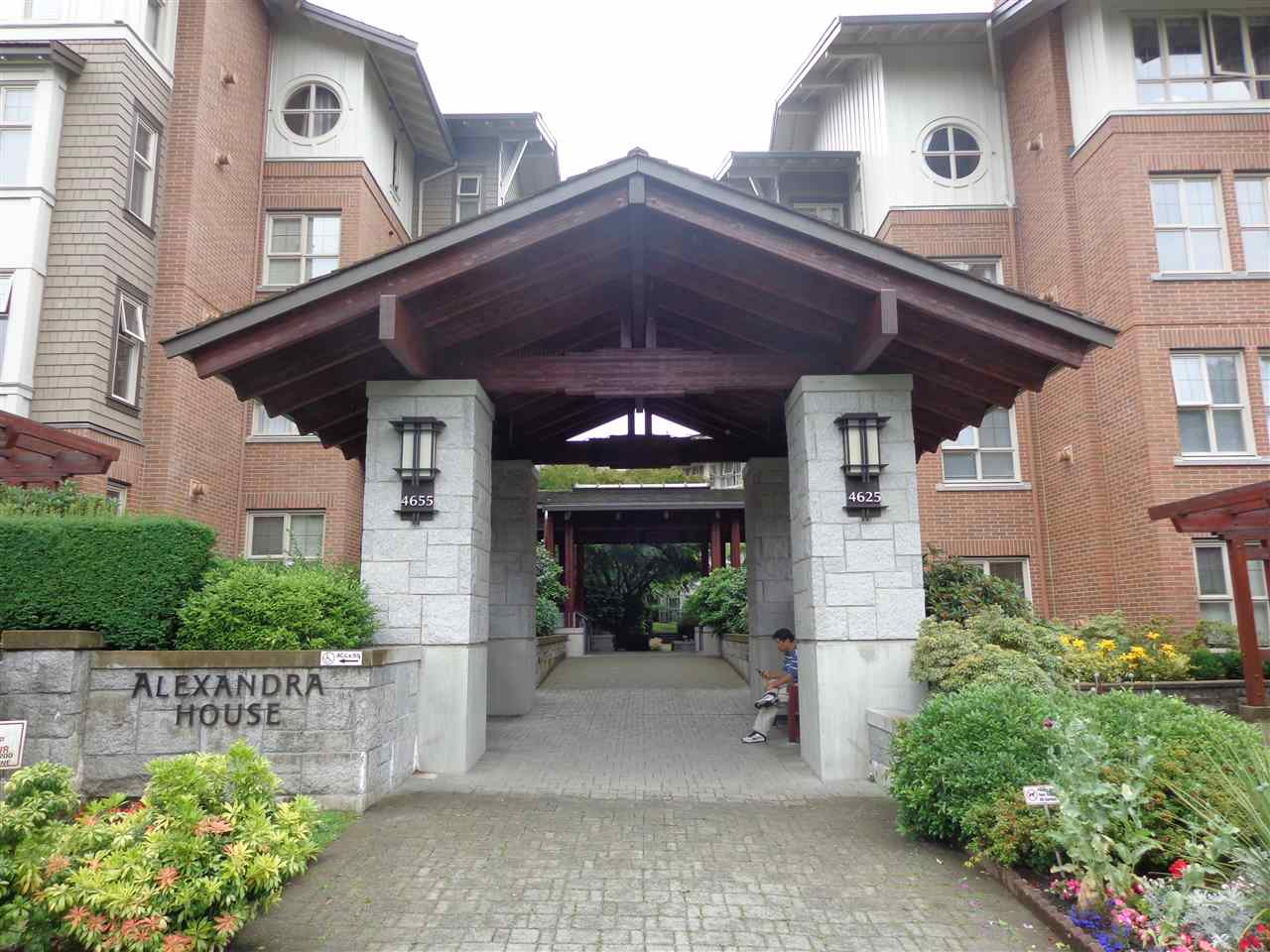 "Main Photo: 2105 4625 VALLEY Drive in Vancouver: Quilchena Condo for sale in ""ALEXANDRA HOUSE"" (Vancouver West)  : MLS® # R2090926"