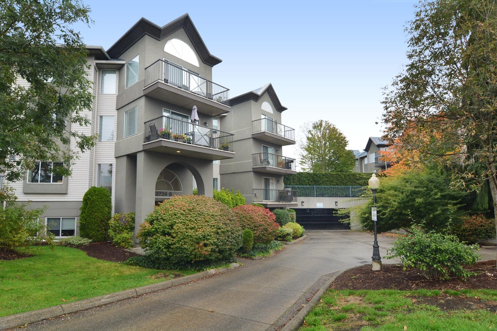 "Main Photo: 321 32725 GEORGE FERGUSON Street in Abbotsford: Abbotsford West Condo for sale in ""UPTOWN"" : MLS® # R2110652"