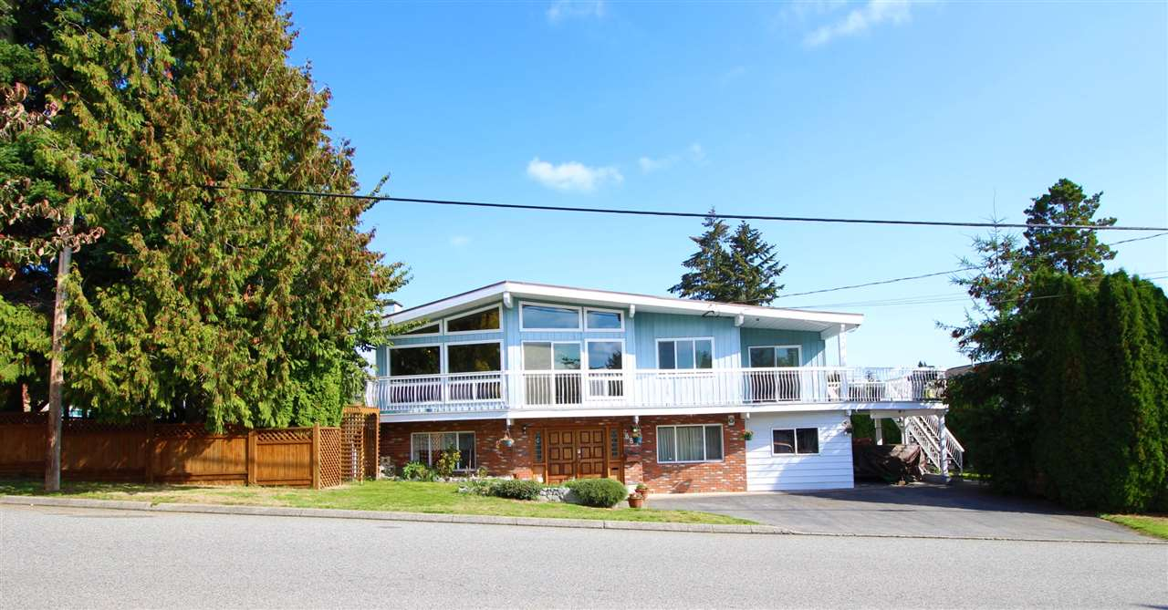 "Main Photo: 887 TWENTY FIRST Street in New Westminster: Connaught Heights House for sale in ""CONNAUGHT HEIGHTS"" : MLS® # R2112493"