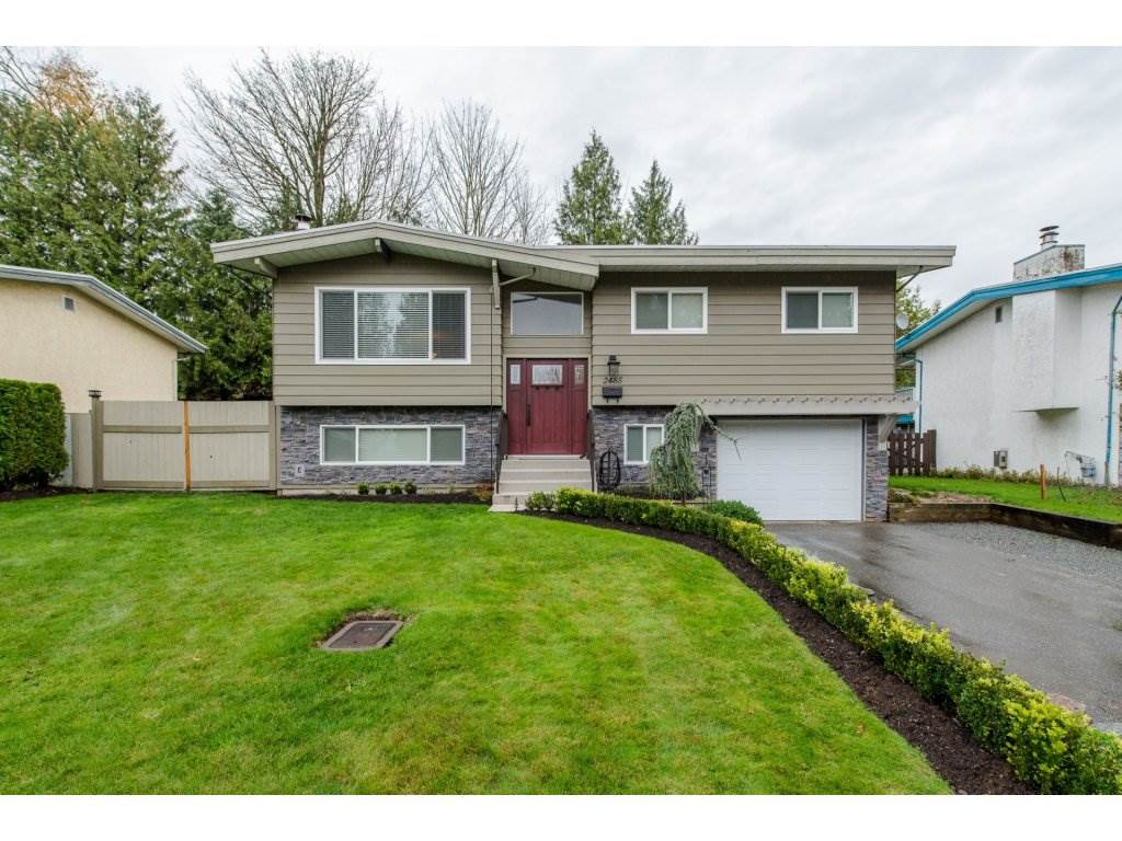 "Main Photo: 2485 ALADDIN Crescent in Abbotsford: Abbotsford East House for sale in ""McMillian"" : MLS® # R2120516"