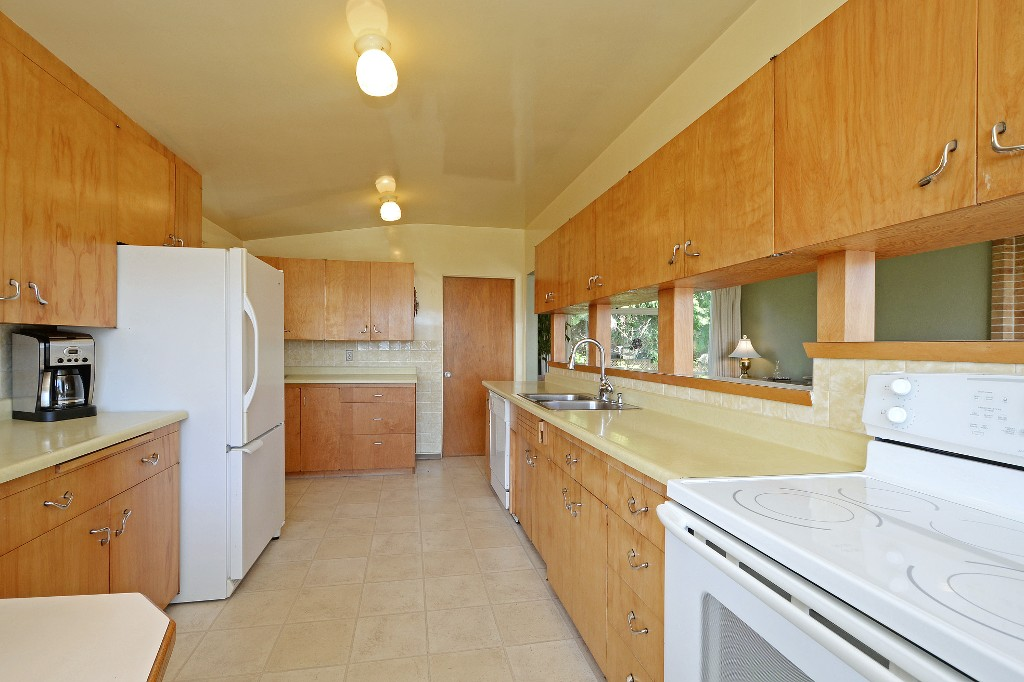 Photo 5: 5276 Parker Avenue in VICTORIA: SE Cordova Bay Single Family Detached for sale (Saanich East)  : MLS(r) # 376598