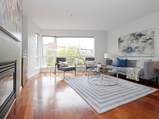 "Main Photo: 684 W 6TH Avenue in Vancouver: Fairview VW Townhouse for sale in ""BOHEMIA"" (Vancouver West)  : MLS(r) # R2156181"