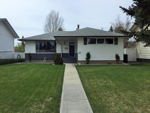 Main Photo: 8902 168 Street in Edmonton: Zone 22 House for sale : MLS(r) # E4064104