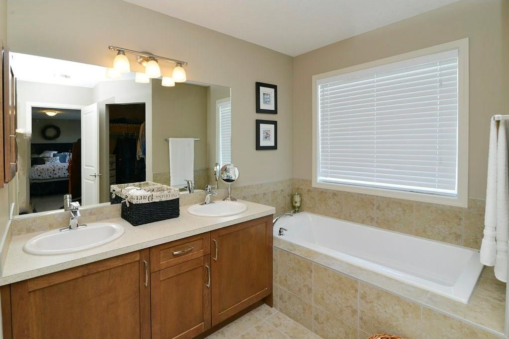 Photo 13: 287 LAKESIDE GREENS Drive: Chestermere House for sale : MLS® # C4122388